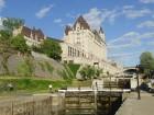 Fairmont Château Laurier et les écluses du canal Rideau