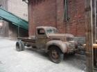 Voiture Dodge abandonnée dans le quartier Distillery District