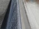 Chute d'eau de l'un des bassins du mémorial du World Trade Center
