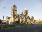 La Cathédrale Métropolitaine de Mexico située sur la place centrale de Mexico