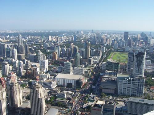 Vue sur des immeubles de Bangkok depuis la tour Baiyoke Tower II